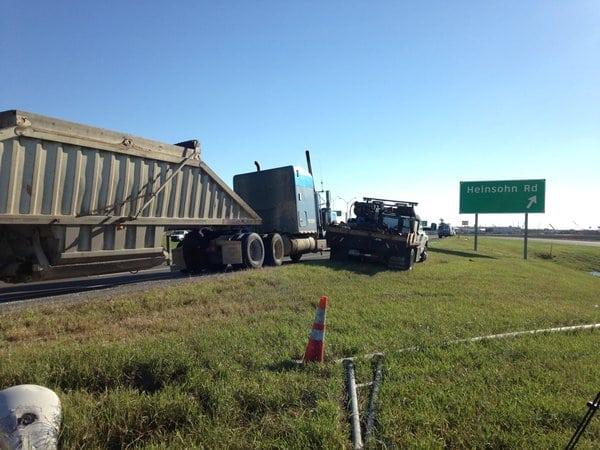 Camión de 18 ruedas ocasiona accidente de tránsito
