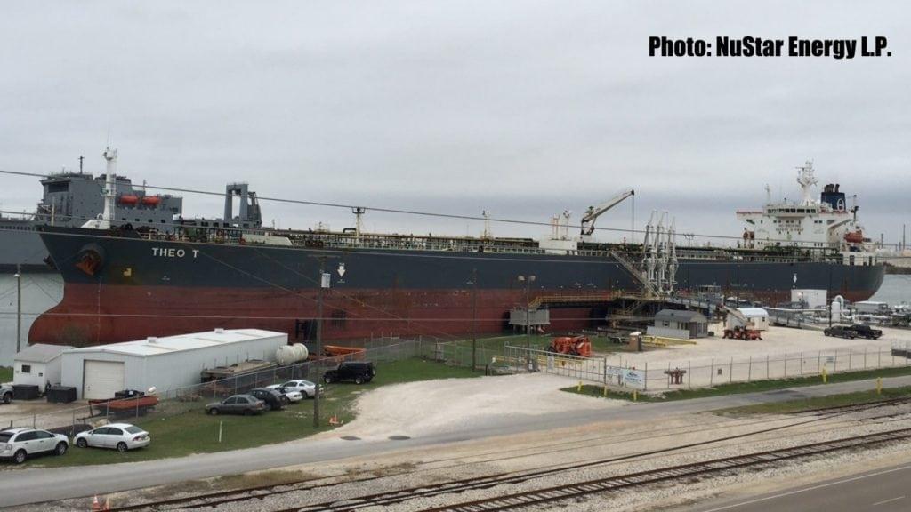 Zarpa barco con cargamento de petróleo